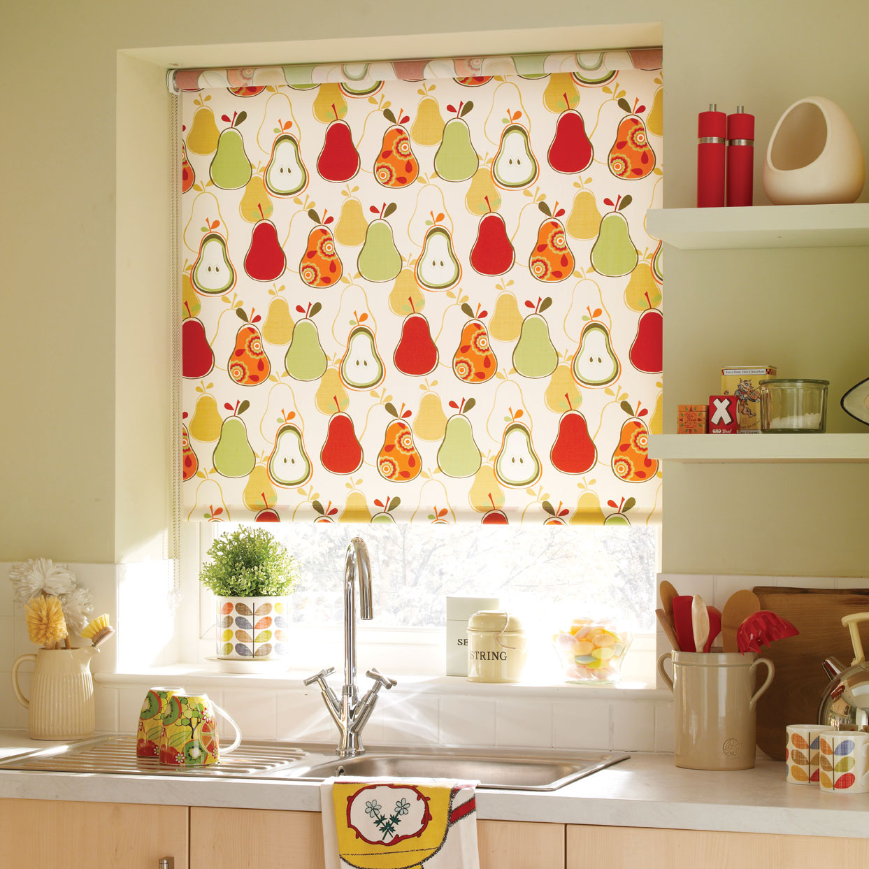 Kitchen blinds roller venetian more expression blinds for Como hacer cortinas de cocina
