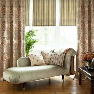 Roller lounge blinds