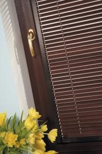 Carob brown Venetian blinds